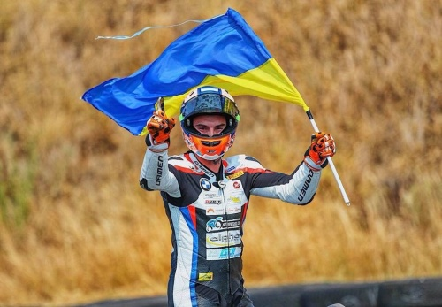 Илья Михальчик выигрывает свою вторую гонку в IDM